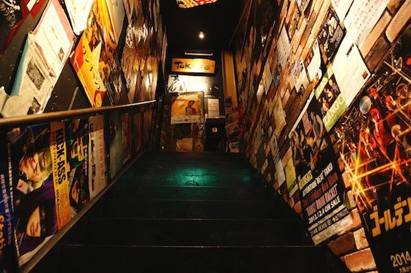Tokuzo入口 階段
